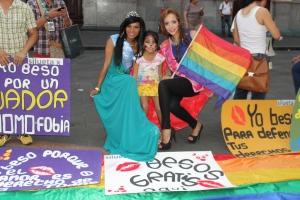 Beso Publico contra el rechazo a la Homofobia y Transfobia el dia 17 de mayo del 2014, evento realizado por Silueta X (44)