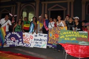 Beso Publico contra el rechazo a la Homofobia y Transfobia el dia 17 de mayo del 2014, evento realizado por Silueta X (73)