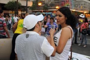 Beso Publico contra el rechazo a la Homofobia y Transfobia el dia 17 de mayo del 2014, evento realizado por Silueta X - Diane Rodriguez (2)