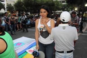 Beso Publico contra el rechazo a la Homofobia y Transfobia el dia 17 de mayo del 2014, evento realizado por Silueta X -Diane Rodriguez