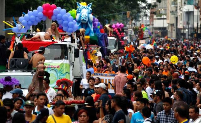 orgullo-y-diversidad-sexual-2014-orgullo-glbti-orgullo-gay-guayaquil-asociacic3b3n-silueta-x-