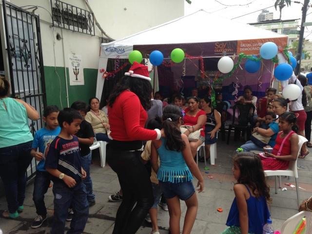 Agasajo navideño a niños y niñas por parte de Silueta X 2014 (10)