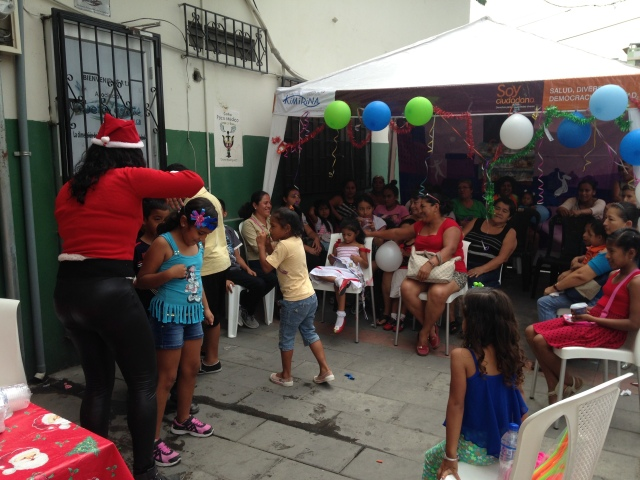 Agasajo navideño a niños y niñas por parte de Silueta X 2014 (12)