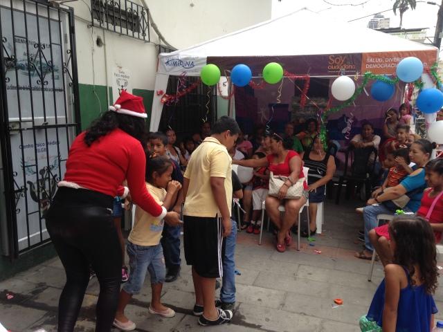 Agasajo navideño a niños y niñas por parte de Silueta X 2014 (13)