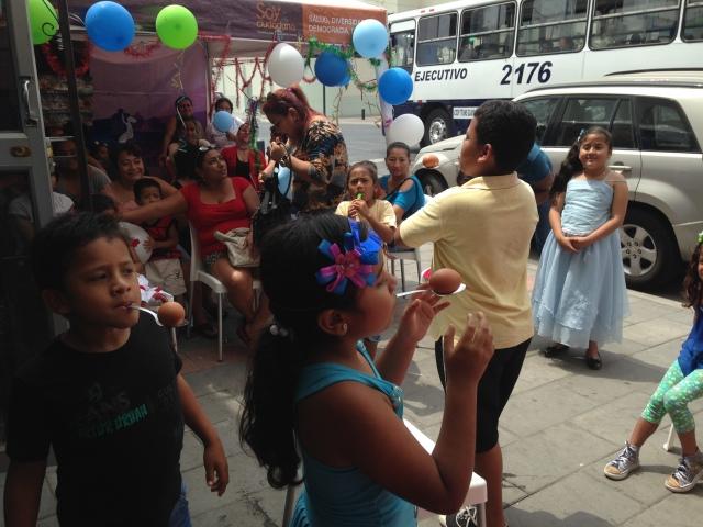 Agasajo navideño a niños y niñas por parte de Silueta X 2014 (16)