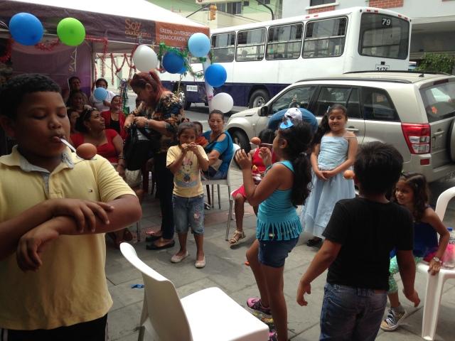 Agasajo navideño a niños y niñas por parte de Silueta X 2014 (19)