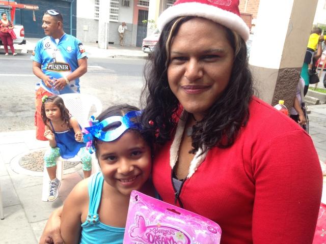 Agasajo navideño a niños y niñas por parte de Silueta X 2014 (22)