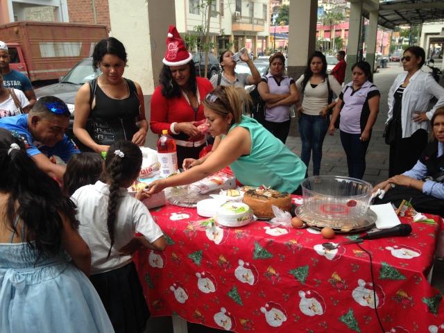 Agasajo navideño a niños y niñas por parte de Silueta X 2014 (26)