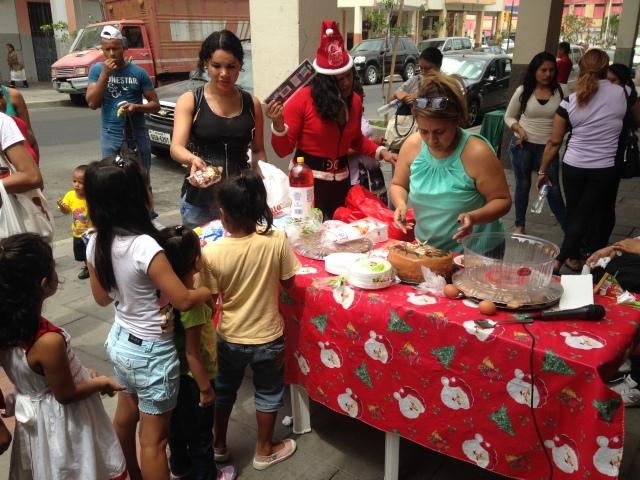 Agasajo navideño a niños y niñas por parte de Silueta X 2014 (28)
