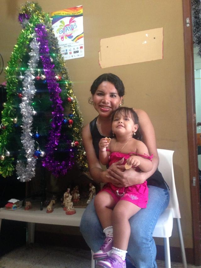 Agasajo navideño a niños y niñas por parte de Silueta X 2014 (32)
