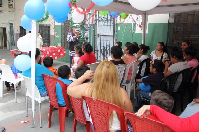 Agasajo navideño a niños y niñas por parte de Silueta X 2014 (34)