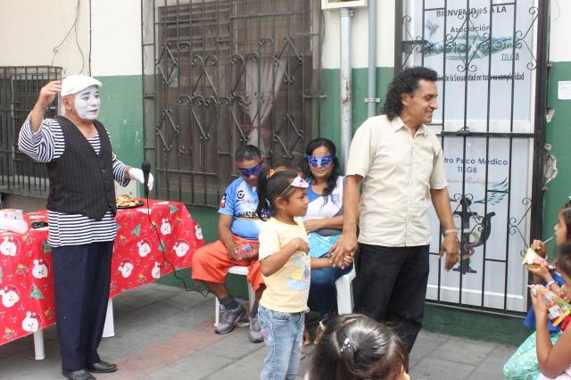 Agasajo navideño a niños y niñas por parte de Silueta X 2014 (38)