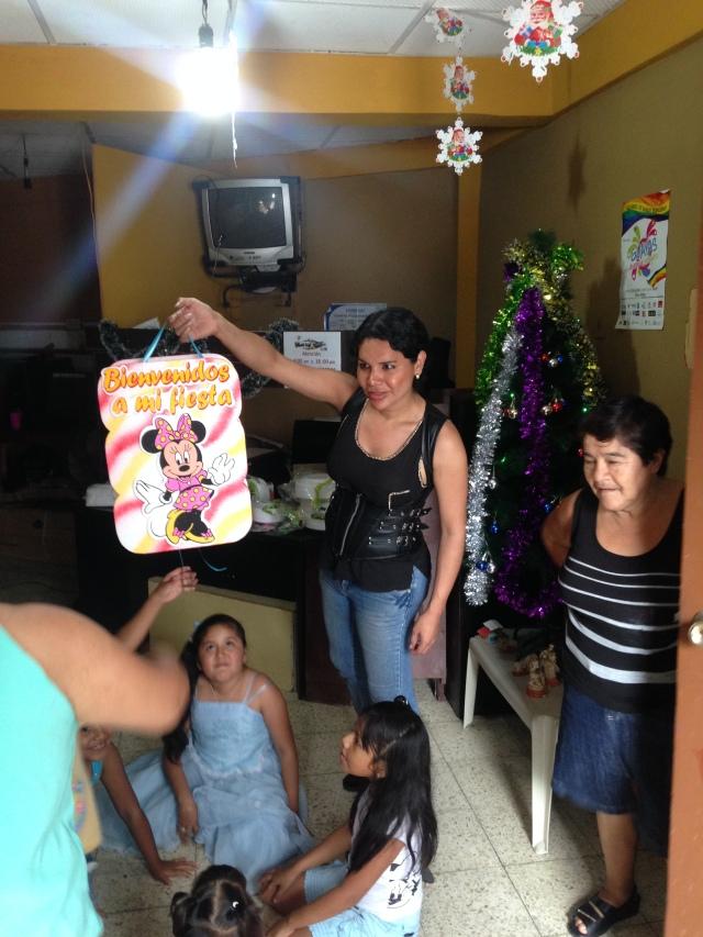 Agasajo navideño a niños y niñas por parte de Silueta X 2014 (4)