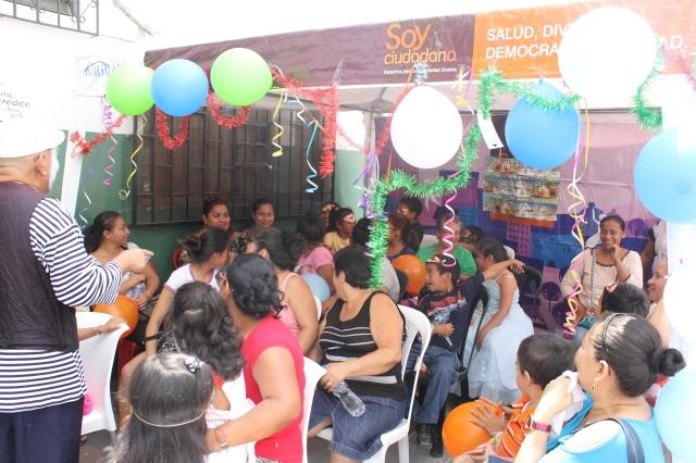 Agasajo navideño a niños y niñas por parte de Silueta X 2014 (40)