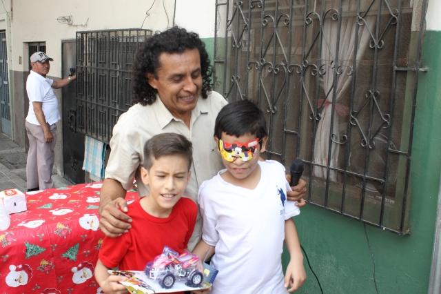 Agasajo navideño a niños y niñas por parte de Silueta X 2014 (42)