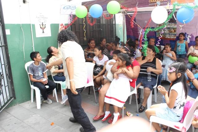 Agasajo navideño a niños y niñas por parte de Silueta X 2014 (43)