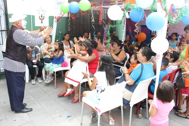Agasajo navideño a niños y niñas por parte de Silueta X 2014 (46)