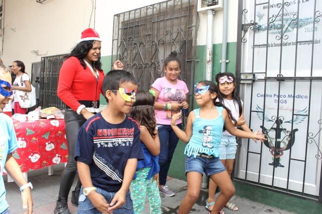Agasajo navideño a niños y niñas por parte de Silueta X 2014 (47)