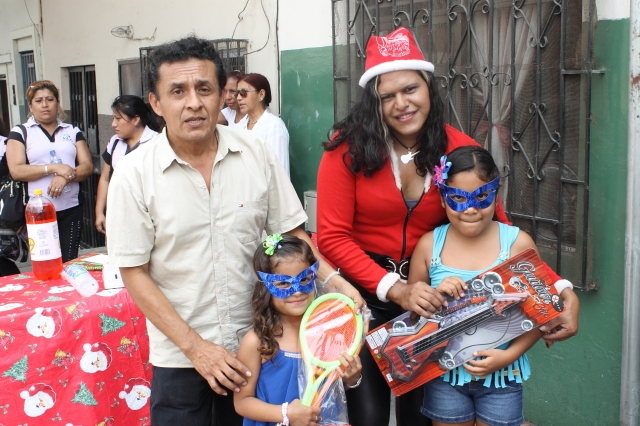 Agasajo navideño a niños y niñas por parte de Silueta X 2014 (48)