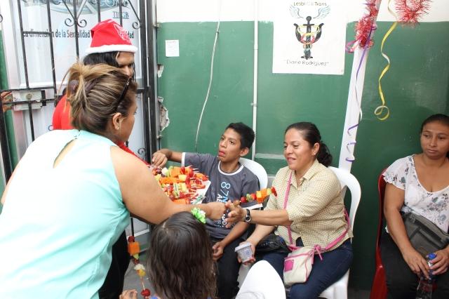 Agasajo navideño a niños y niñas por parte de Silueta X 2014 (49)