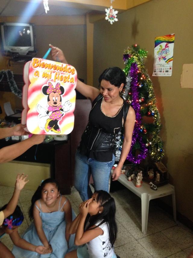 Agasajo navideño a niños y niñas por parte de Silueta X 2014 (5)