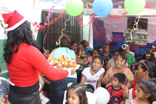 Agasajo navideño a niños y niñas por parte de Silueta X 2014 (51)