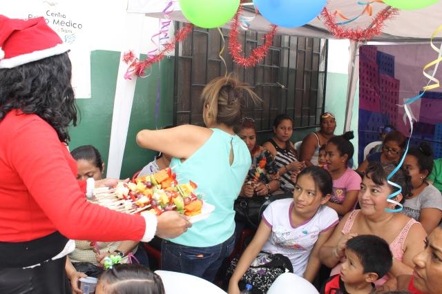 Agasajo navideño a niños y niñas por parte de Silueta X 2014 (52)