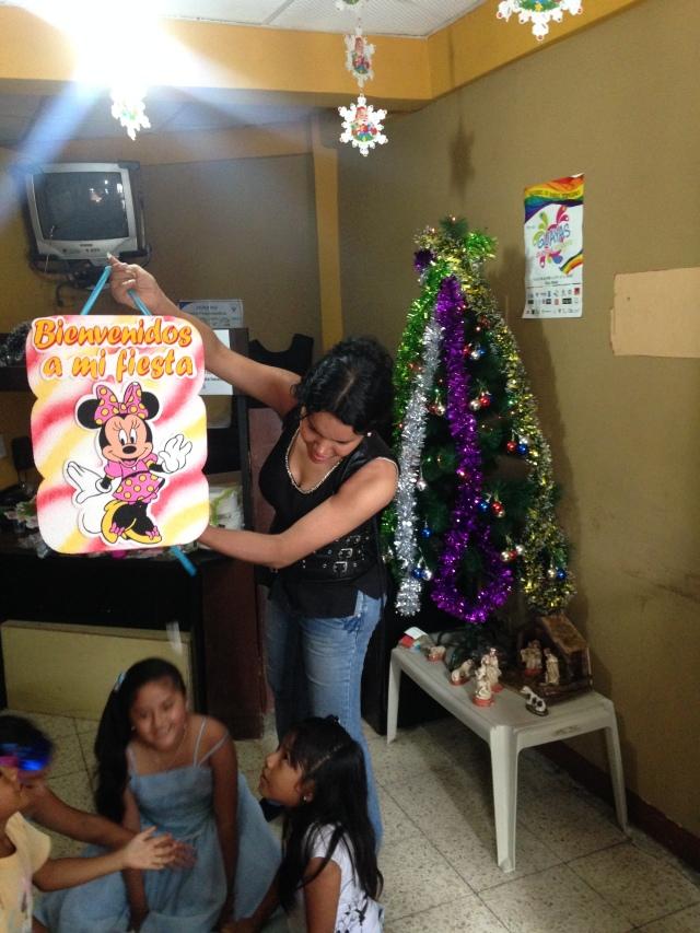 Agasajo navideño a niños y niñas por parte de Silueta X 2014 (6)