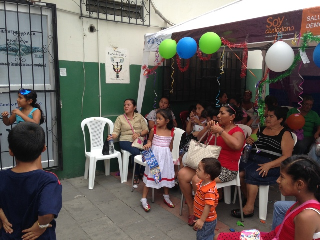 Agasajo navideño a niños y niñas por parte de Silueta X 2014 (8)
