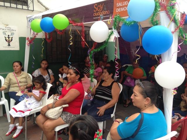 Agasajo navideño a niños y niñas por parte de Silueta X 2014 (9)