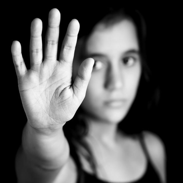 Maltrato de adolescente lésbica