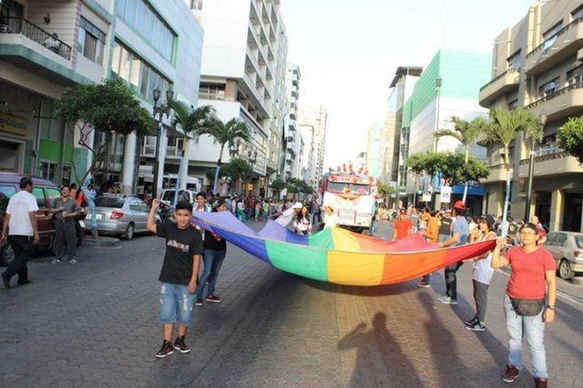 Orgullo LGBT Gay Ecuador Guayaquil 2015 - Asociación Silueta X (1)