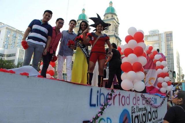 Orgullo LGBT Gay Ecuador Guayaquil 2015 - Asociación Silueta X (151)