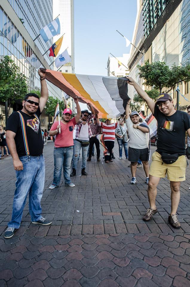Orgullo LGBT Gay Ecuador Guayaquil 2015 - Asociación Silueta X (89)