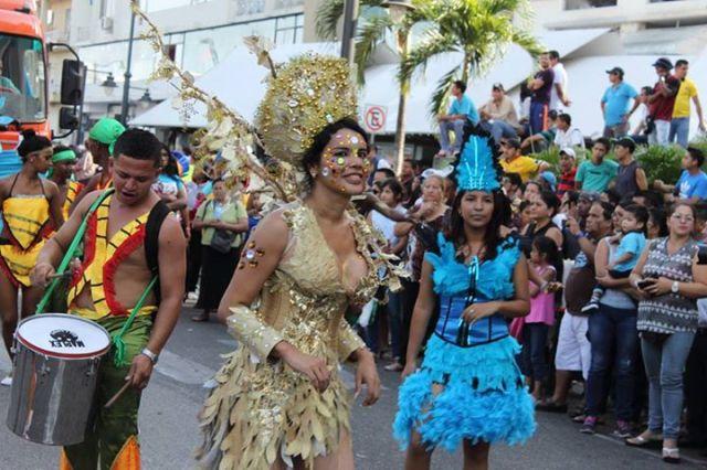 Orgullo LGBT Gay Ecuador Guayaquil 2015 - Asociación Silueta X con Diane Rodríguez DianeRodriguezz  (9)