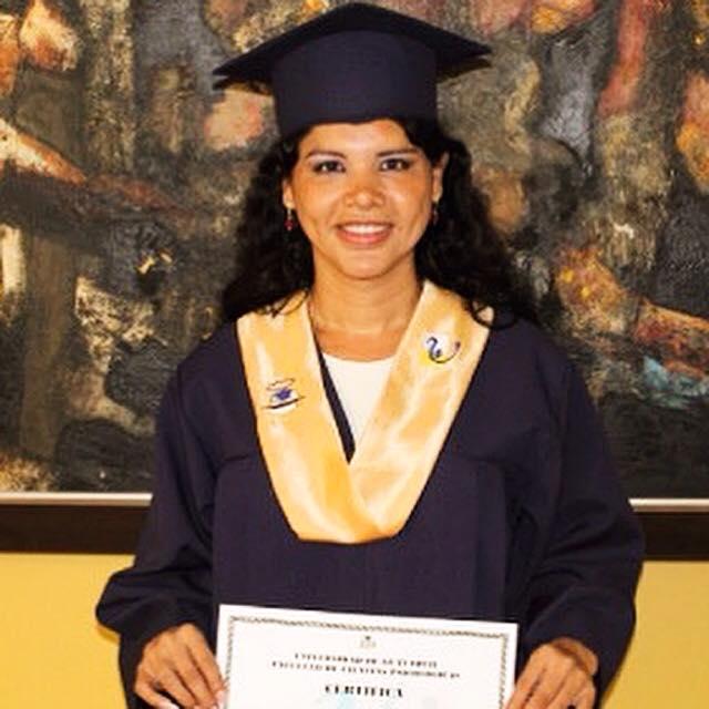 Diane Rodríguez primera transexual en Ecuador en adquirir el grado de Psicóloga - copia
