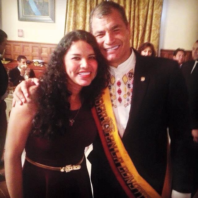Diane Rodriguez representante federación LGBT y transexual junto a Econ. Rafael Correa en Almuerzo de Confraternidad - copia