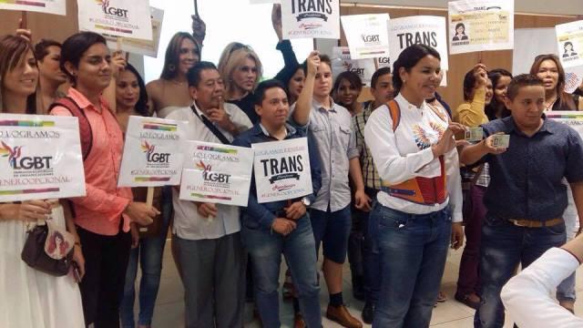 Transexuales logran la sustitución de sexo por genero en la cedula en Ecuador (2)