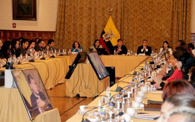 presidente-rafael-correa-se-reune-por-5ta-vez-con-colectivos-lgbti